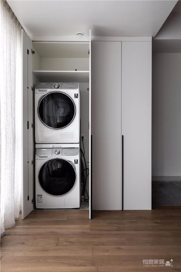 130㎡北歐風格裝修,風格上用純凈的白色、自然的木色、優雅的灰色這三種低調的色調在空間里和諧共生,營造淡雅悠然的生活氣韻