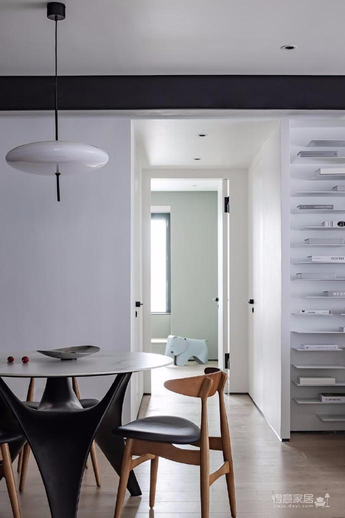 125㎡现代风格装修,这个设计空间的光影层次更丰富,白色能呈现出最自然纯粹的本质还不错图_4