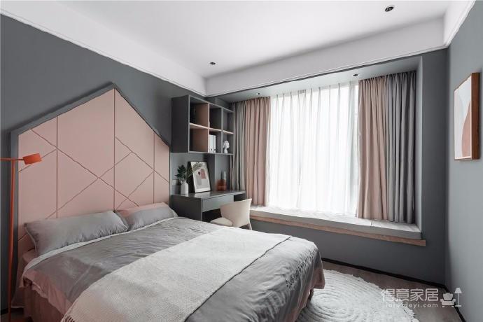 266㎡四居室精裝房改造。除了衛生間、衣帽間和廚房,其他地方都是重新進行設計