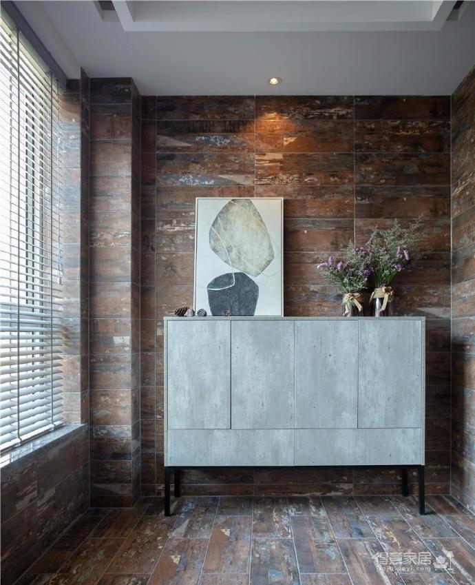 設計師以大量簡潔干凈原木色及現代家具,創造出明亮舒服的人文自然風格,再用一種更輕松和自然的方式去安放許多細節,呈現出生活的代入感,同時也完成了空間的獨特性