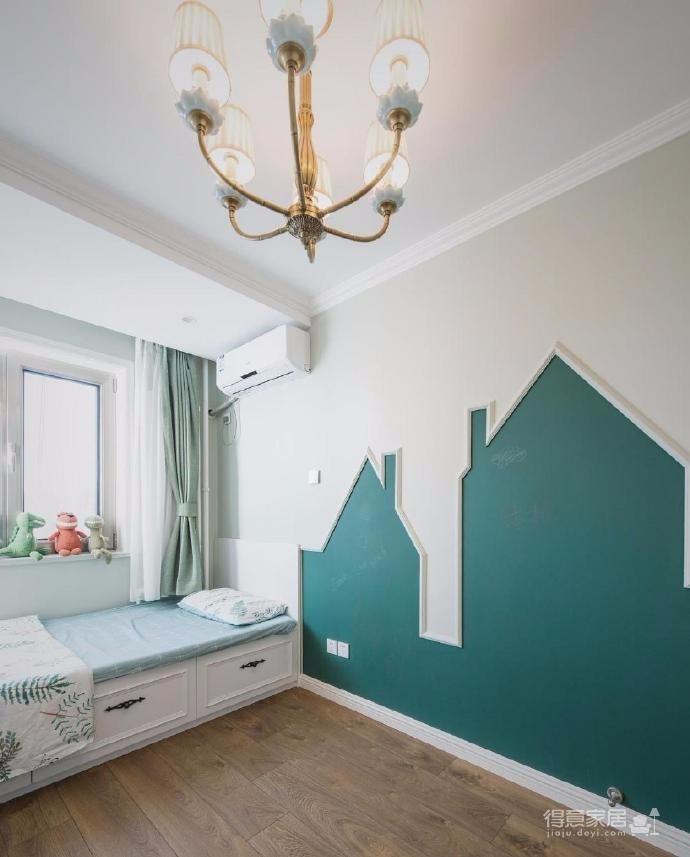 兒童房很漂亮,榻榻米設計,特別是墻面的幾何造型設計,真是童趣滿滿的