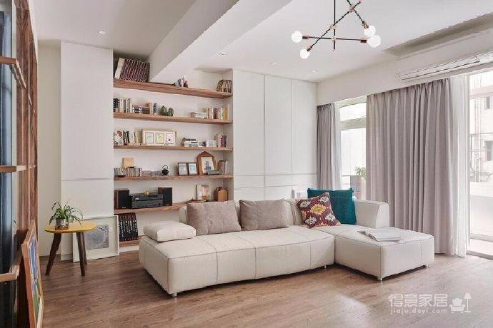 全屋采用原木家具搭配灰色格调家具,在阳光的照射下安静优雅