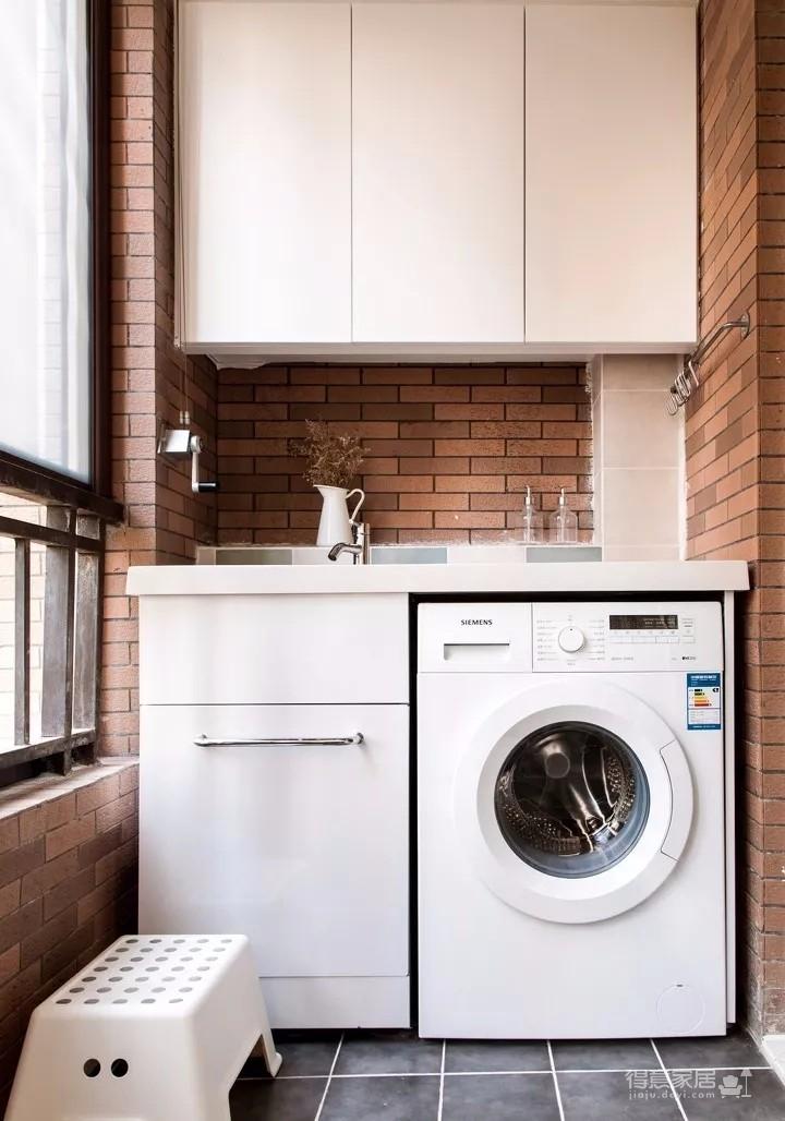 90平北欧,白色餐边柜简洁实用,阳台放洗衣机,装吊柜,太明智了!