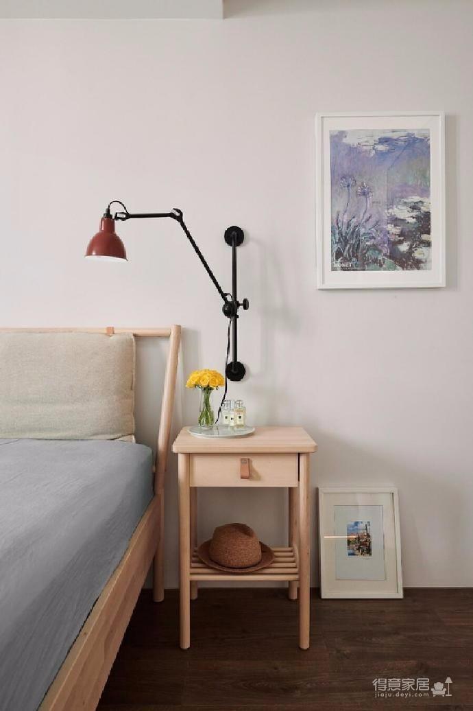 全屋采用原木家具搭配灰色格調家具,在陽光的照射下安靜優雅