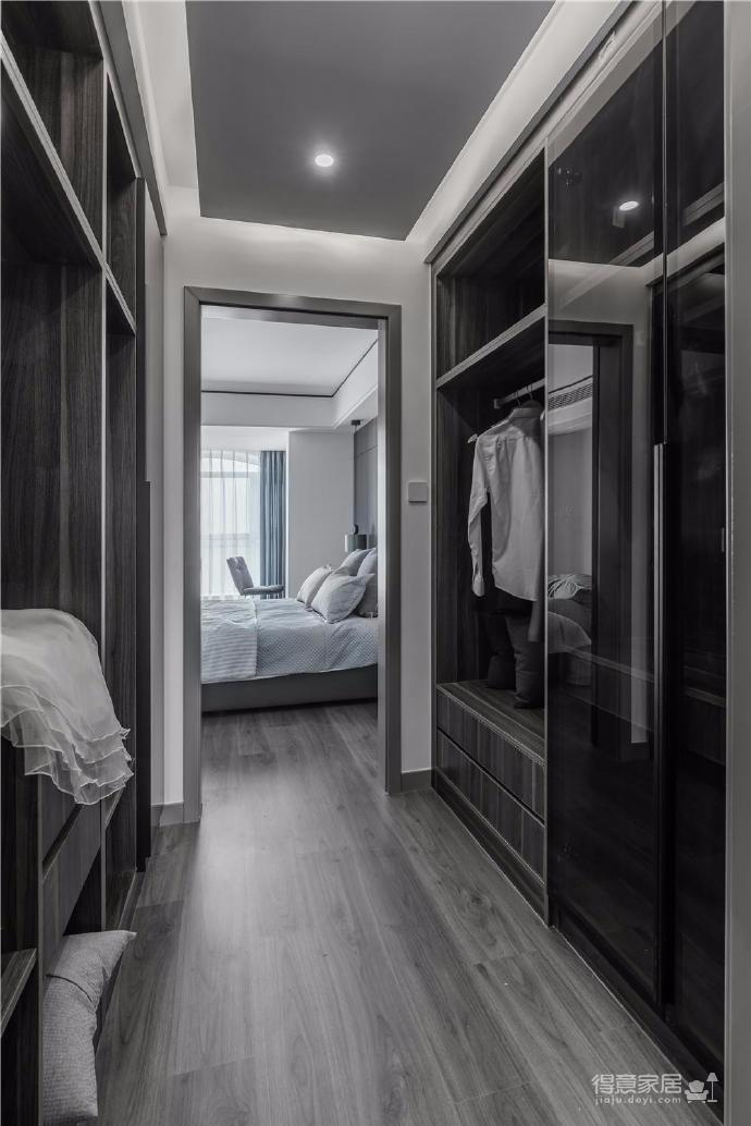 没有定义风格,围绕空间和房主生活方式,看似寡淡无色的空间,温情才是空间最好的装扮
