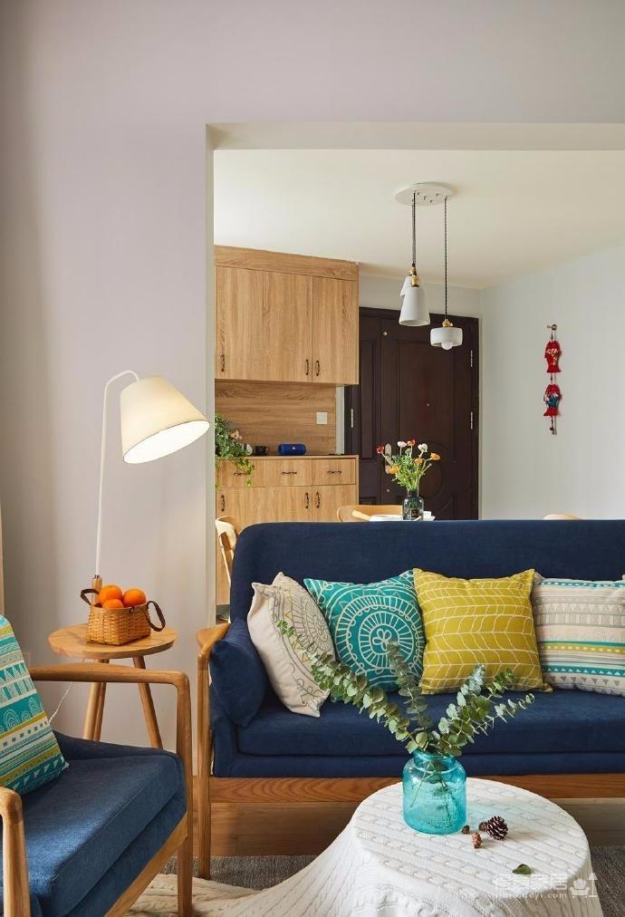 以简洁温馨的现代北欧作为全屋风格,柔软无压的木色调,使人心情放松