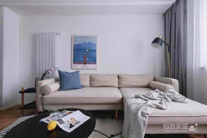 整体空间在硬装、家具、软饰等的选择上选择了浅色系来增加视觉的宽敞、明亮感