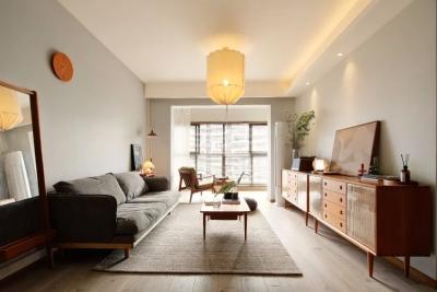 99平原木简约两居室,舍弃一间房,装出温馨衣帽间+独立工作区!