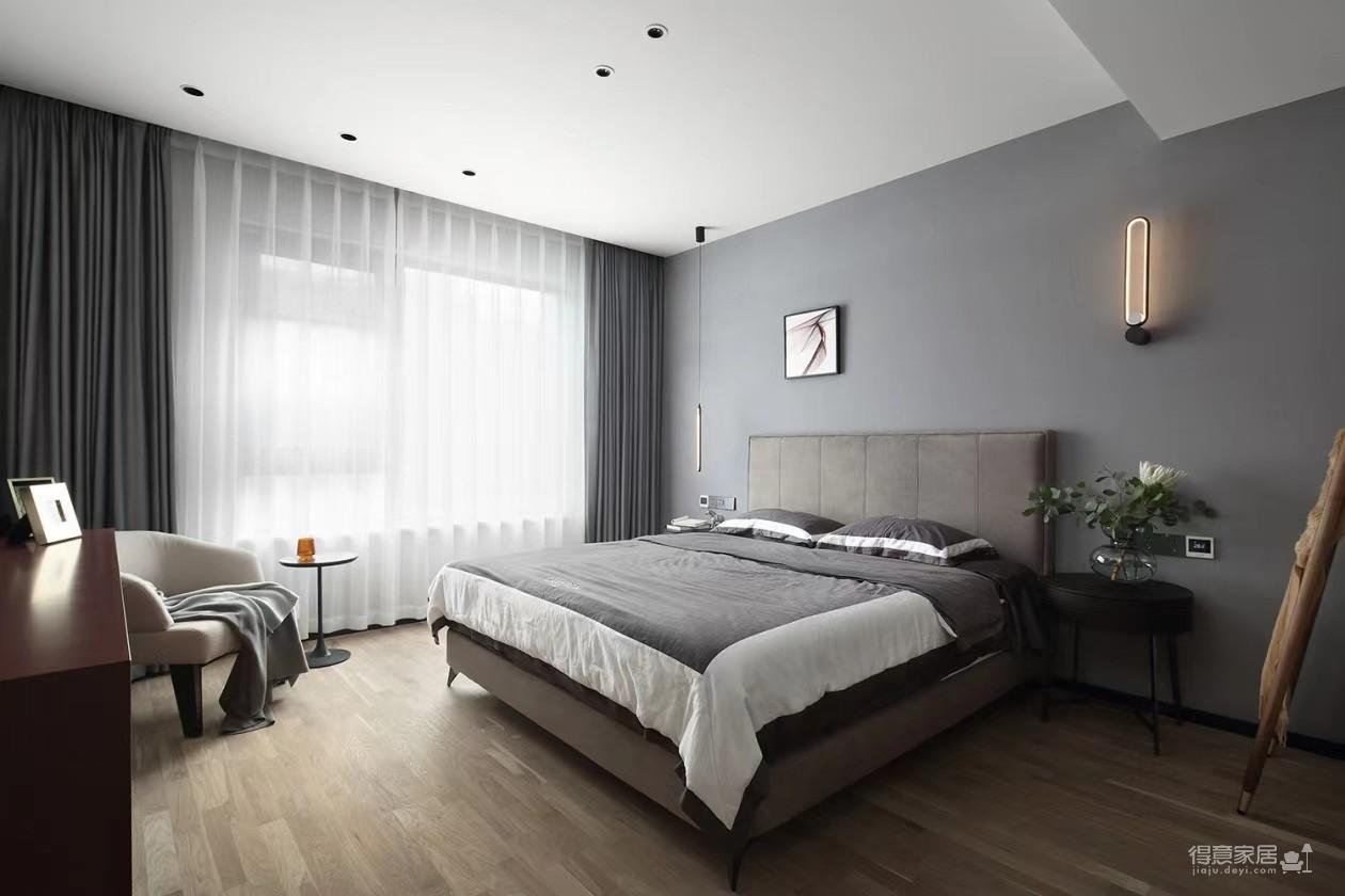 灰墙白顶,柔软的大沙发,优雅和温情