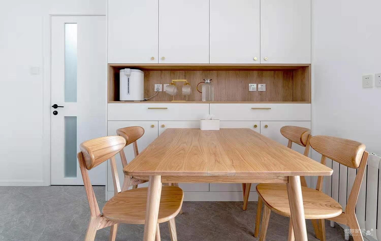 90平两室两厅现代原木风