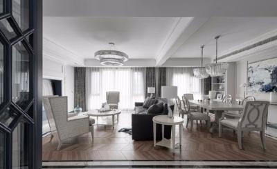 整屋穿插使用实木、大理石材、金属、玻璃, 融合低调内敛的蓝、白、灰作为空间主色调宁 静、雅致,营造高级雅致的现代美式空间氛围