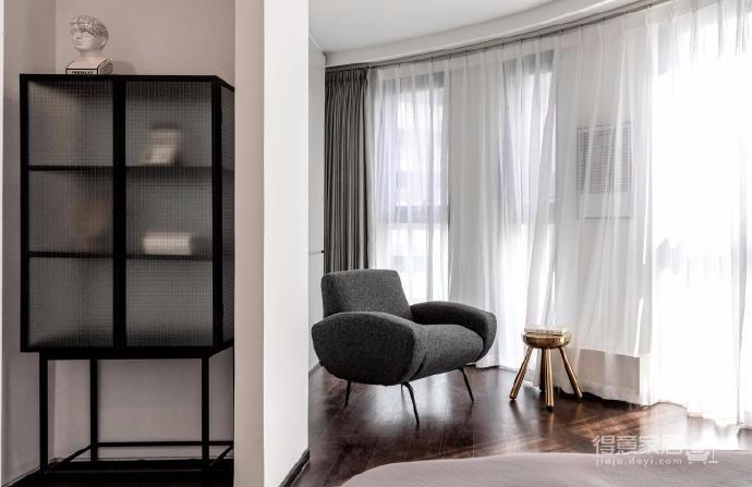 这套户型最大的特点就是视野好 ,采光好, 一个三居室就拥有了14个窗户