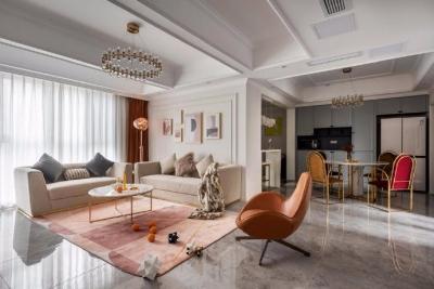 墙面保留着美式风格的造型,以灰衬托着珊瑚橙的高级感,带一抹精致的金色为空间进行效果加持