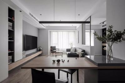 原本80m²空间并不宽敞,简洁的黑白灰带来神秘、含蓄的空间感受。设计师改造后,从视觉上延伸放大了公共空间感