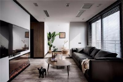 全屋铺设木地板,木料的温润,不多一分,不少一厘的让空间温度保持在25°,让人感觉十分舒适