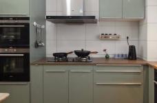 家具的配置虽然简单,但相得益彰,细节之处的考量,让人温暖图_8