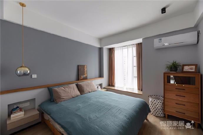 """设计师在设计上选择了低调的莫兰迪色系加哑光黑,软装上以黑胡桃等深色家具的组合去中和墙面的温度。这也符合屋主夫妇""""家里是现代、前卫、自然的状态""""的向往图_7"""