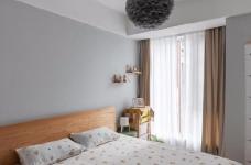 """设计师在设计上选择了低调的莫兰迪色系加哑光黑,软装上以黑胡桃等深色家具的组合去中和墙面的温度。这也符合屋主夫妇""""家里是现代、前卫、自然的状态""""的向往图_8"""
