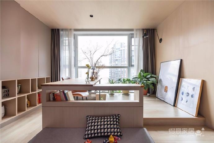 """设计师在设计上选择了低调的莫兰迪色系加哑光黑,软装上以黑胡桃等深色家具的组合去中和墙面的温度。这也符合屋主夫妇""""家里是现代、前卫、自然的状态""""的向往图_6"""