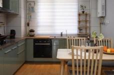 家具的配置虽然简单,但相得益彰,细节之处的考量,让人温暖图_7
