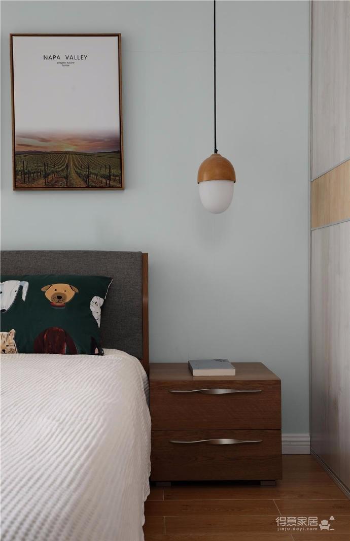 家具的配置虽然简单,但相得益彰,细节之处的考量,让人温暖图_6