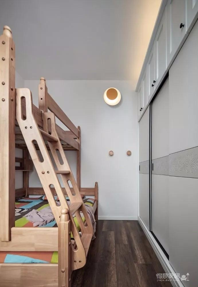 90后小两口的80㎡两居室装修,莫兰迪+原木棕,靠色彩玩转北欧风!