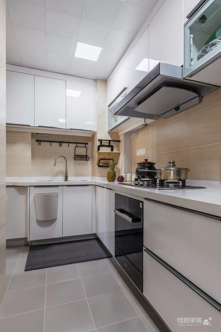 90平北欧风格装修,L型电视柜美观实用,餐厅再装个壁柜,太方便了!