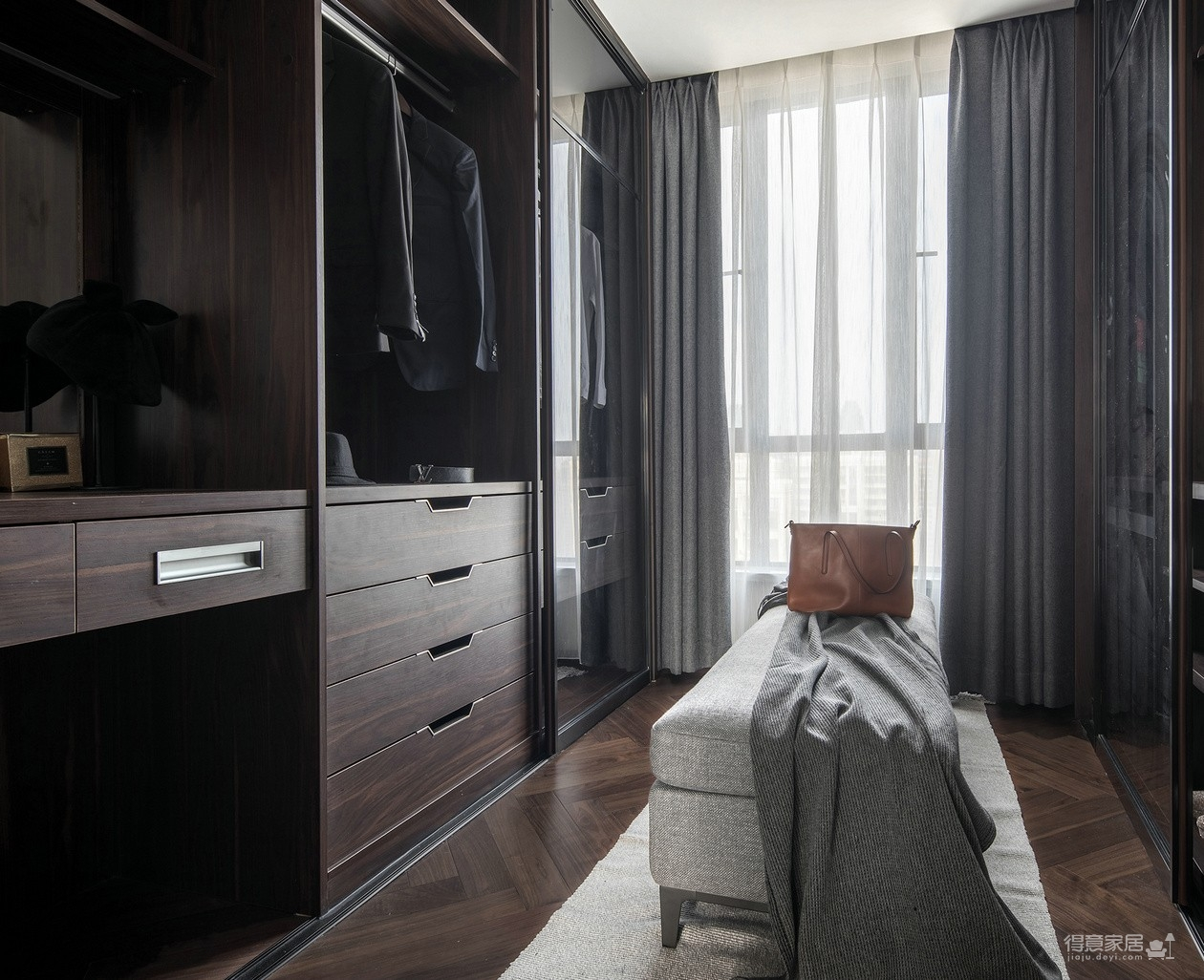 134平三室两厅现代简约风