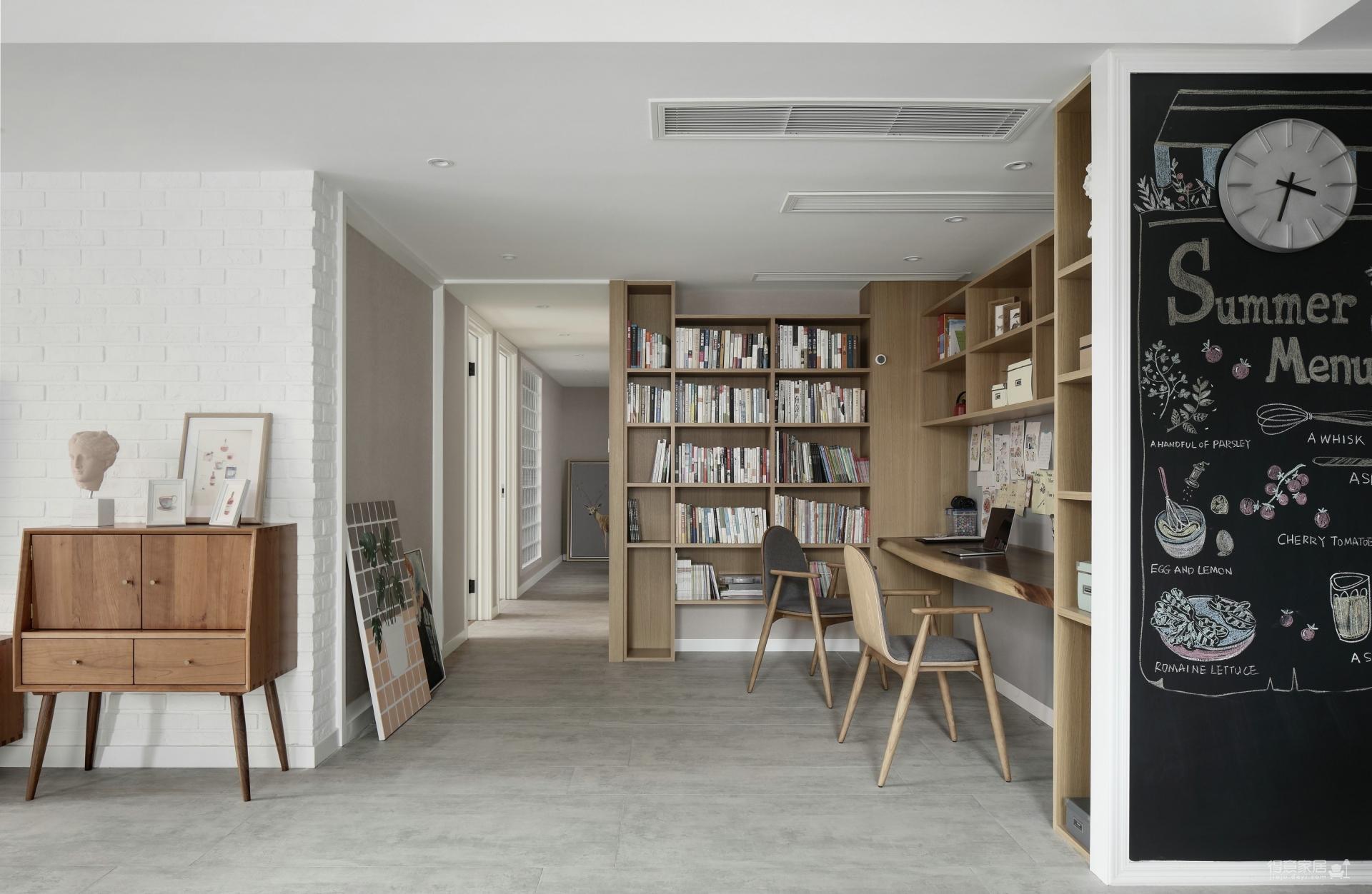 135平三室两厅现代原木风
