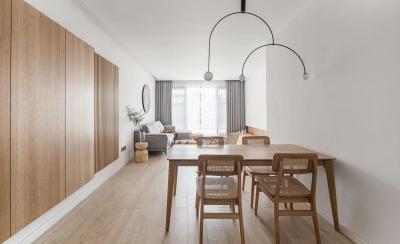 165平纯白与原木搭配,让空间倍感舒爽与透亮