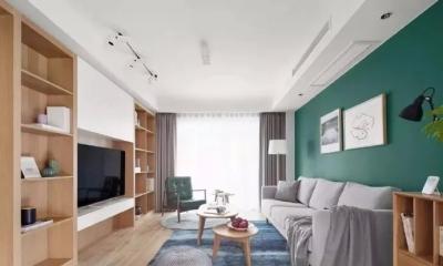 原木餐桌椅搭配两盏白色喇叭吊灯,营造出清爽温馨的用餐氛围