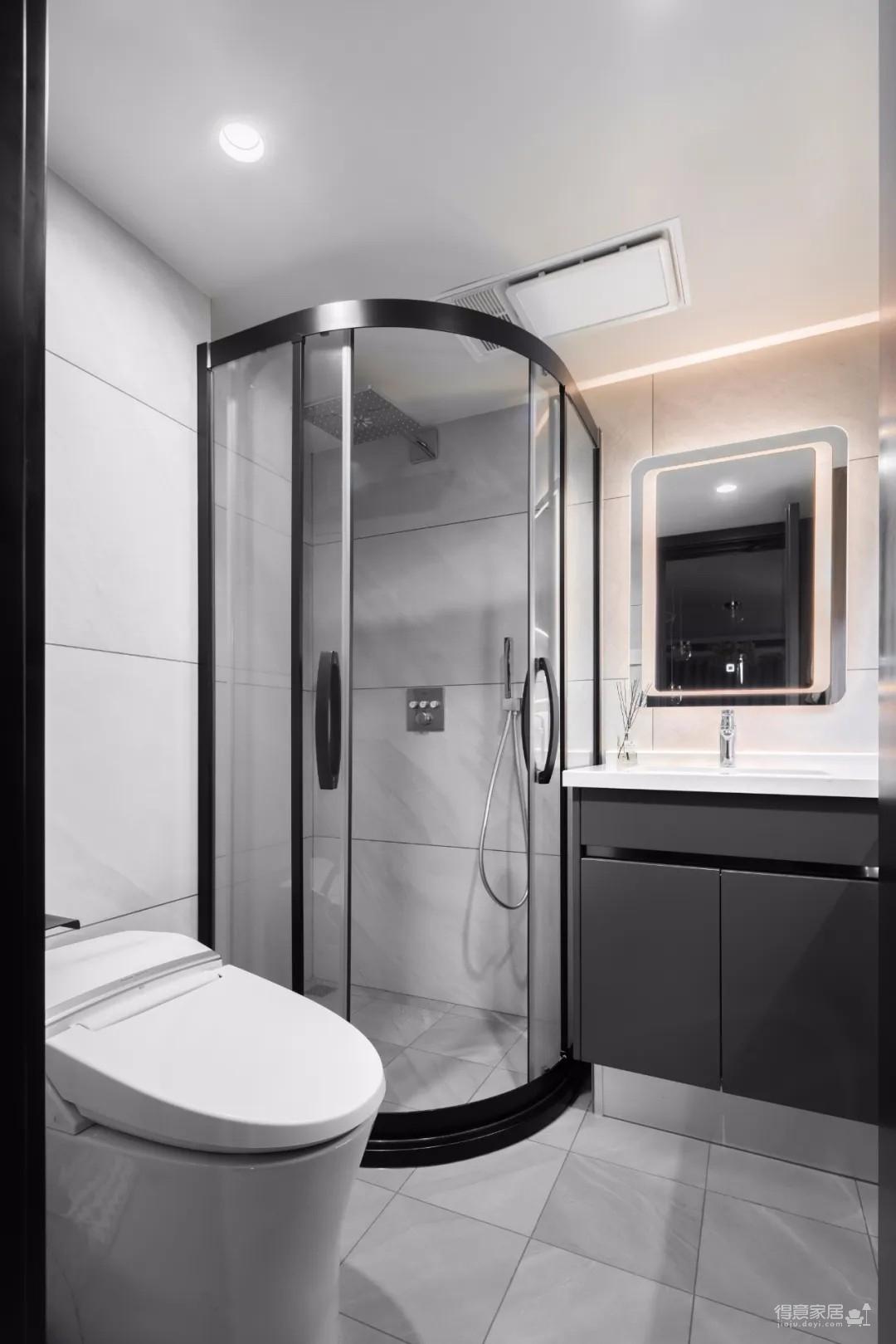 95㎡轻奢风两居室装修,莫兰迪配色+细节品质控,入住一年仍整洁如新!