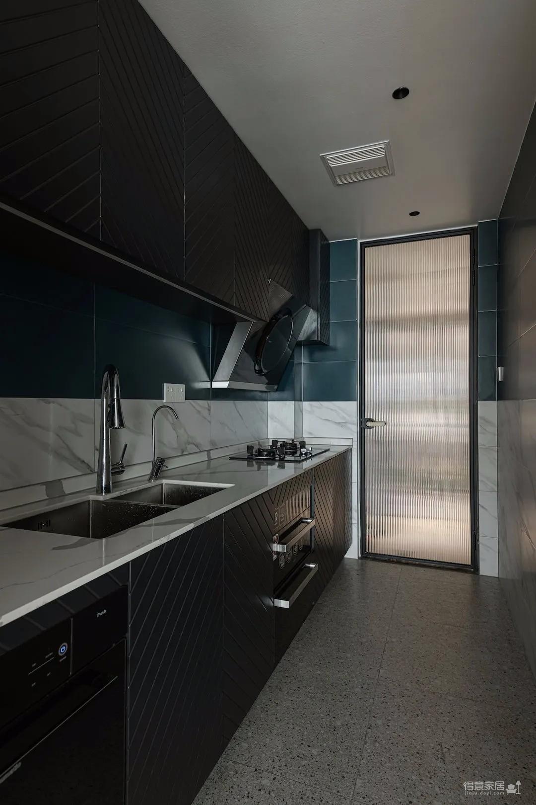 130㎡法式风四居室,壁炉、拱门、石膏线…简单的浪漫,慵懒的优雅!