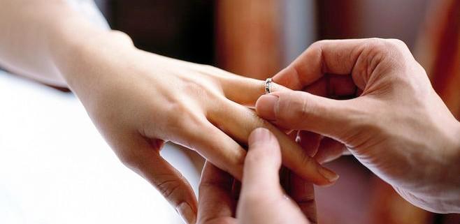 婚戒到底该买几枚?研究一下才知道!