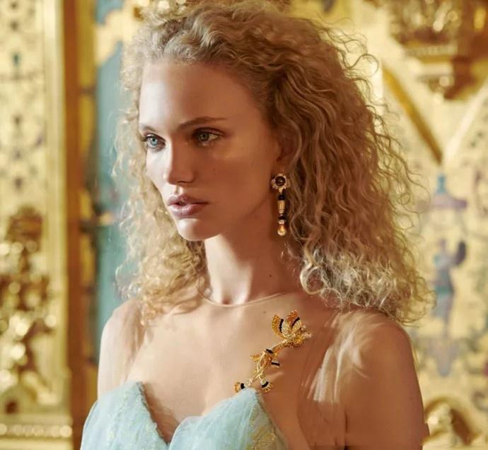 梵克雅宝也是闻名世界的高级珠宝品牌,它家最火要数四叶草系列了,时髦图片