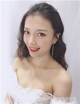 AMY  资深化妆师